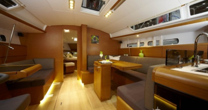 Rental Sailboat in Port du Crouesty - Jeanneau Sun Odyssey 439 Q