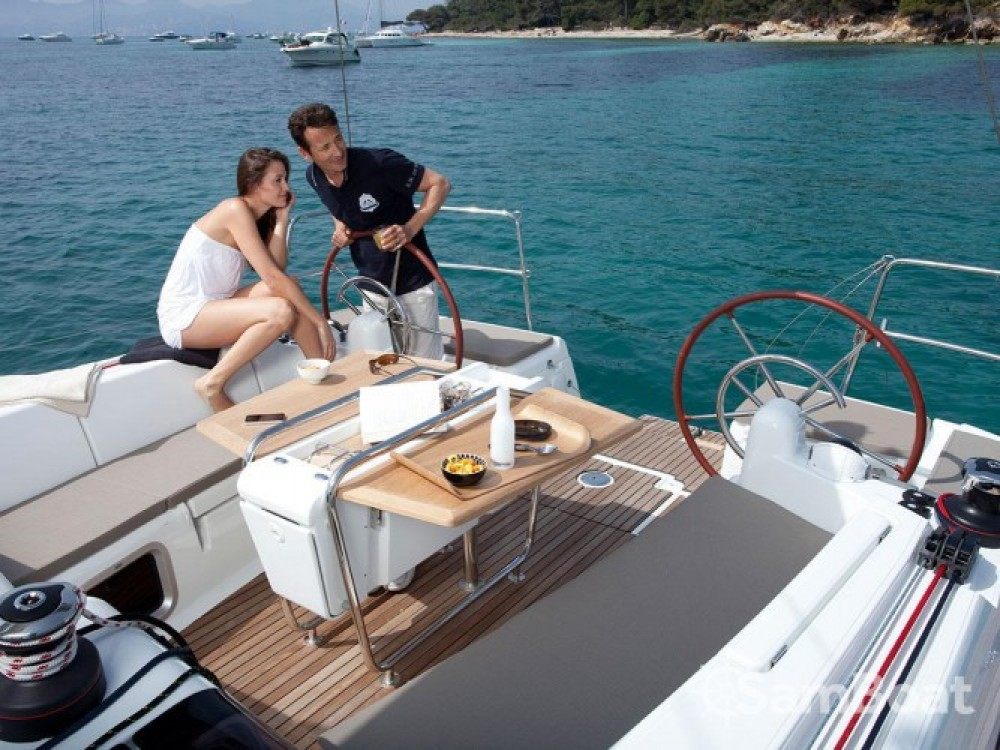 Rental Sailboat in Arzon - Jeanneau Sun Odyssey 449 Q