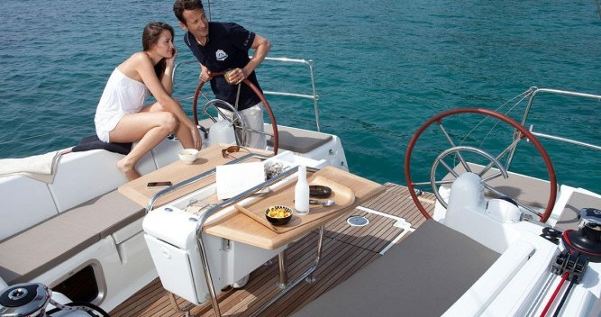 Jeanneau Sun Odyssey 449 Q between personal and professional Port du Crouesty