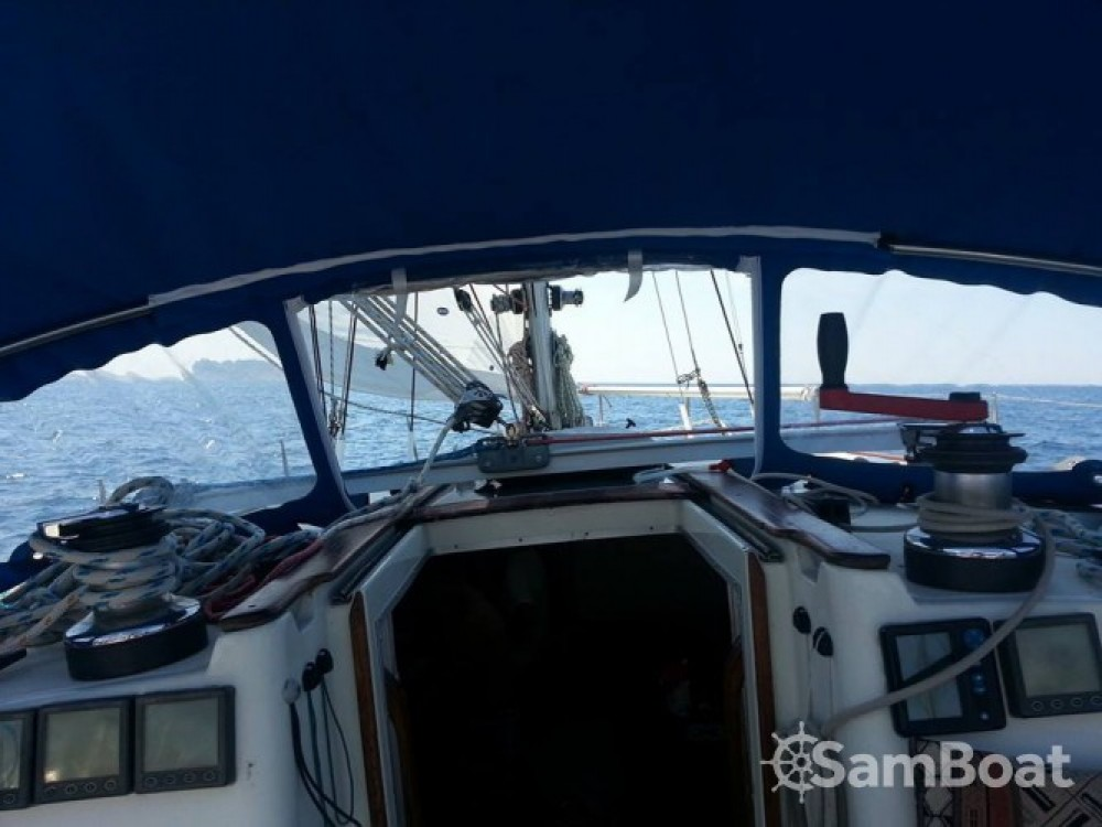 Rental Sailboat in Marseille - Jeanneau Sun Dance 36