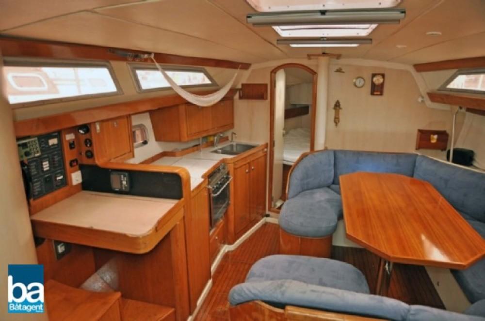 Boat rental Jeanneau Sun Dance 36 in Marseille on Samboat