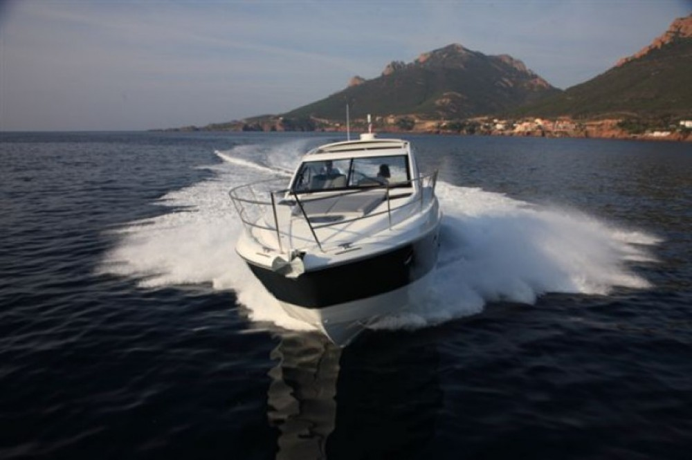 Hire Motor boat with or without skipper Bénéteau Saint-Laurent-du-Var