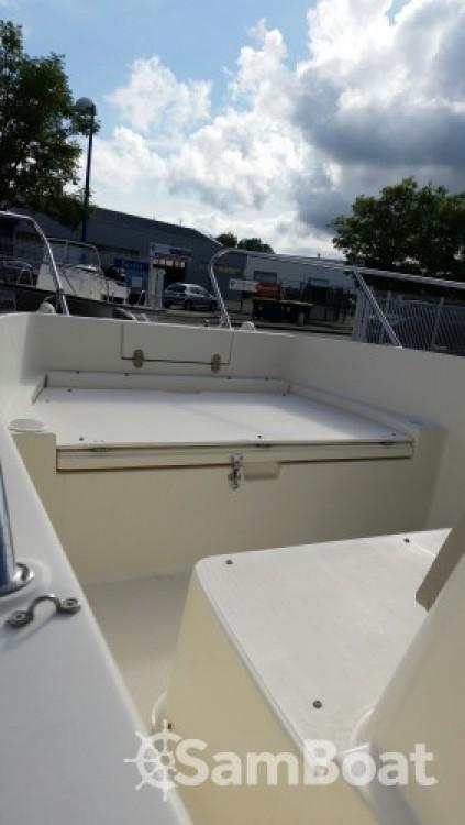 Boat rental Lorient cheap Activ 675 Open