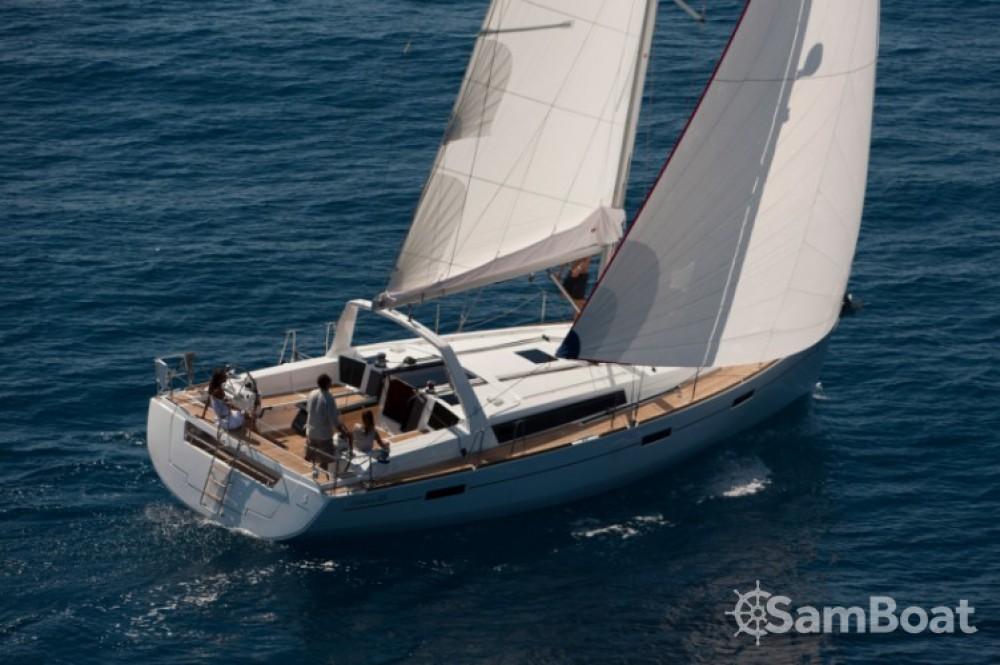 Boat rental Bénéteau Oceanis 45 in Trogir on Samboat