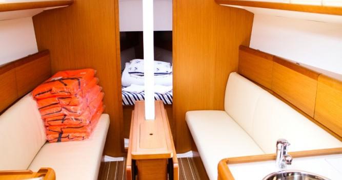 Rental Sailboat in Pirovac - Jeanneau Sun Odyssey 33i