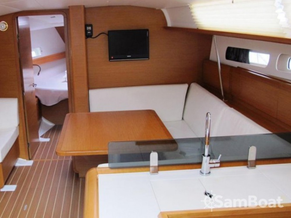 Hire Sailboat with or without skipper Jeanneau Kaštel Gomilica