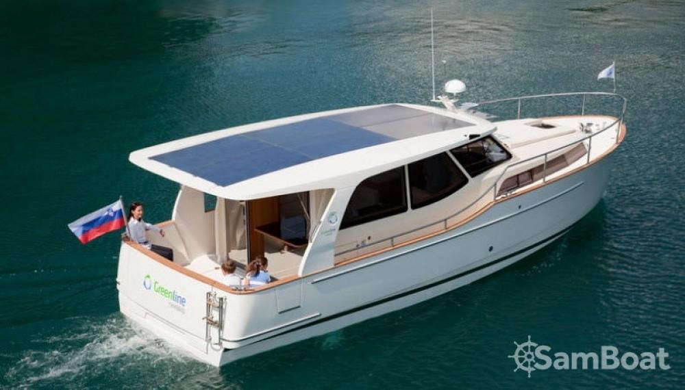 Rental yacht  - Greenline 33 Hybrid Solar on SamBoat