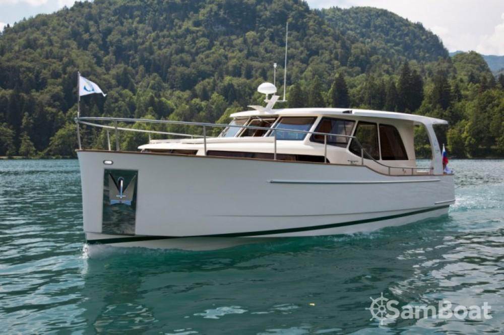 Boat rental  cheap 33 Hybrid Solar