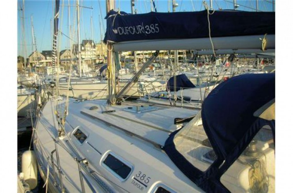 Dufour 385 between personal and professional Arzon