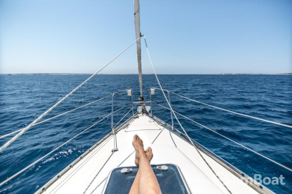 Boat rental Bénéteau Oceanis 311 Clipper in Ibiza on Samboat