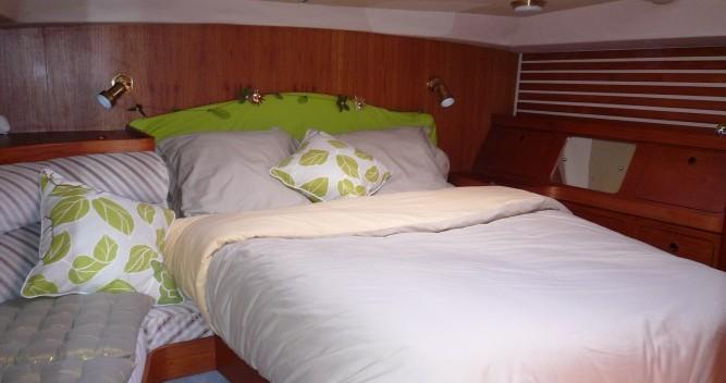 Rental yacht Gruissan - Moody 422cc on SamBoat