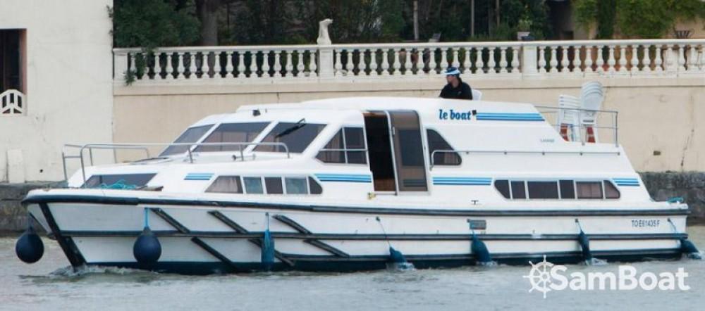 Boat rental Crusader 12.8 in Villedubert on Samboat
