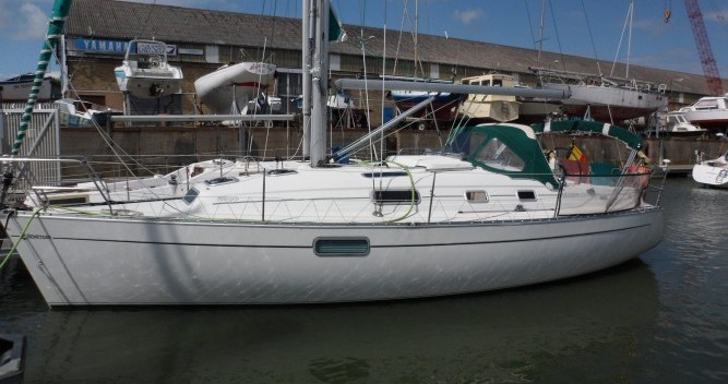 Boat rental Le Verdon-sur-Mer cheap Oceanis 321