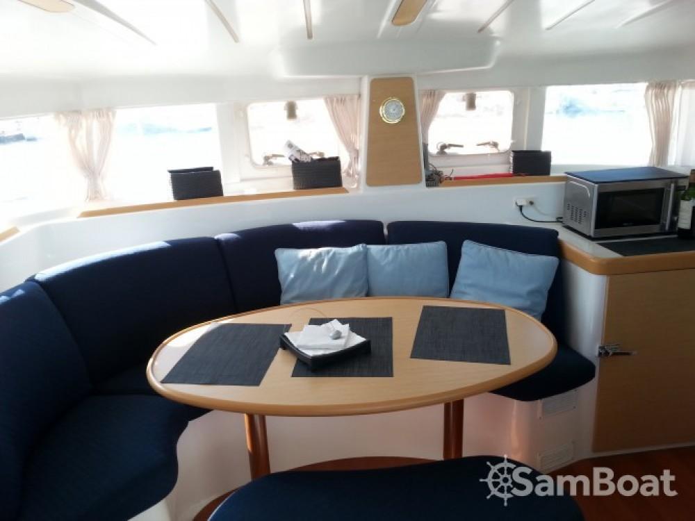 Catamaran for rent Le Verdon-sur-Mer at the best price