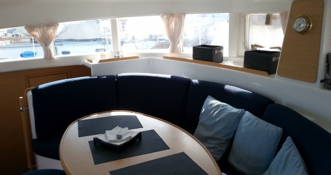 Rental Catamaran in Le Verdon-sur-Mer - Lagoon Lagoon 380 S2