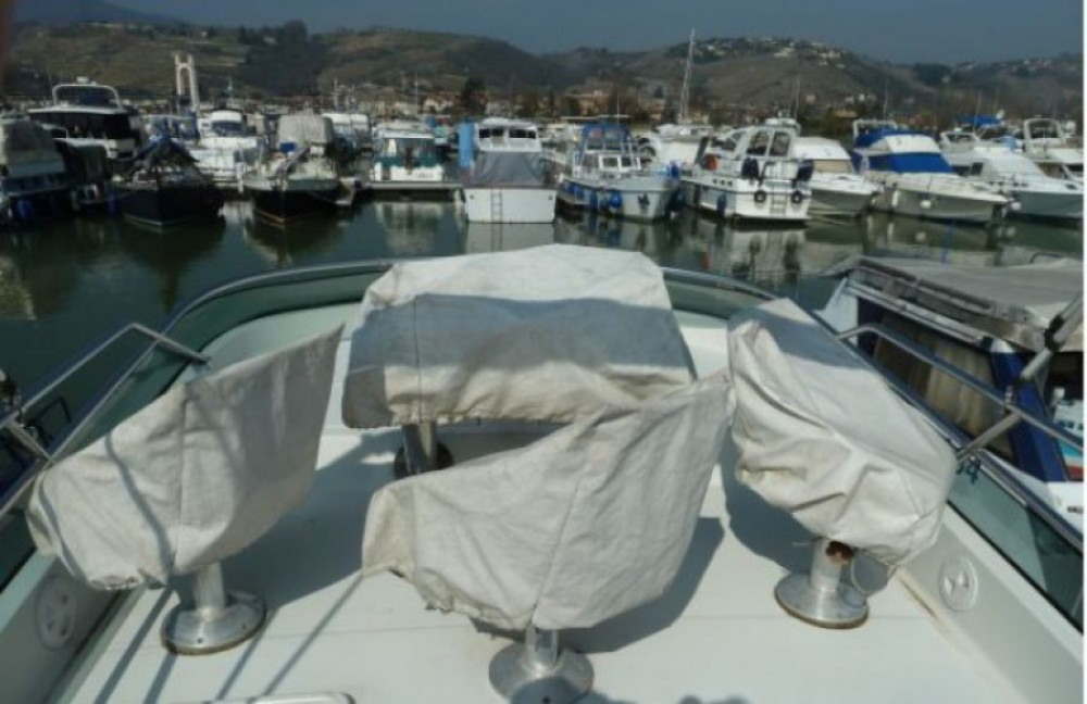 Motorboat for rent Les Roches-de-Condrieu at the best price