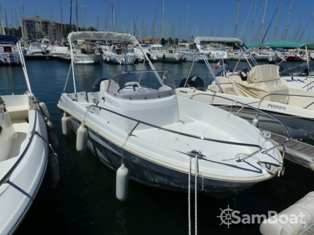 Rental Motorboat in Saint-Cyprien - Jeanneau Cap Camarat 5.5 CC Serie 2