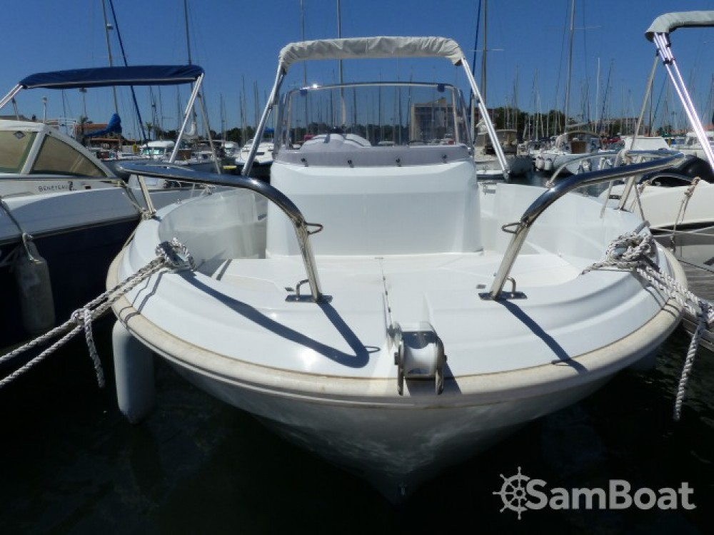 Hire Motorboat with or without skipper Jeanneau Saint-Cyprien