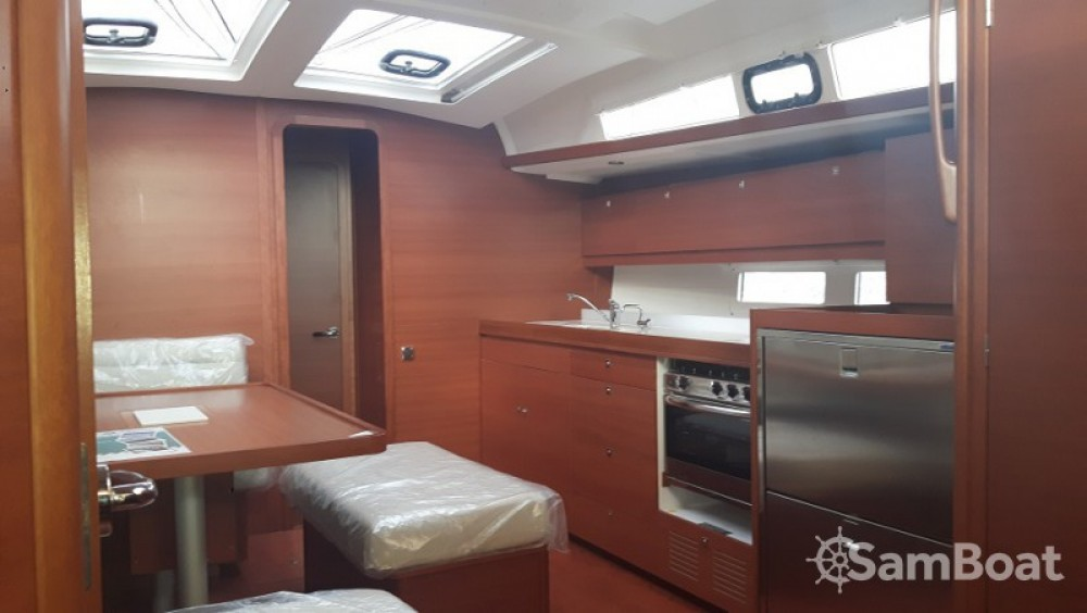 Sailboat for rent Tarente at the best price