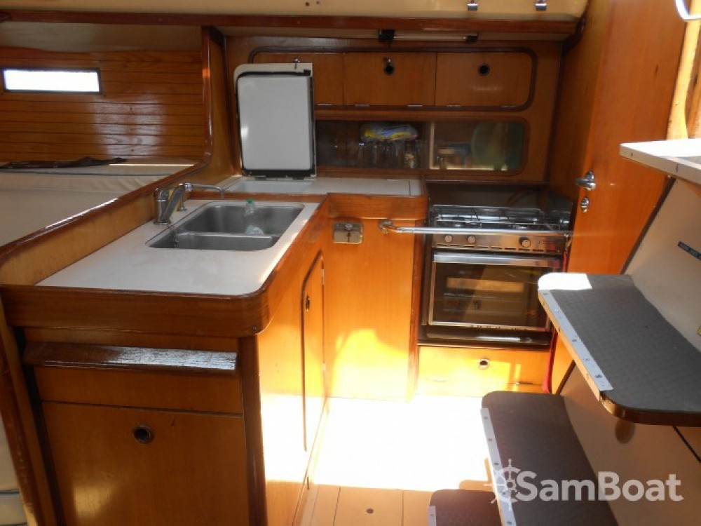 Boat rental Athens cheap Oceanis 390