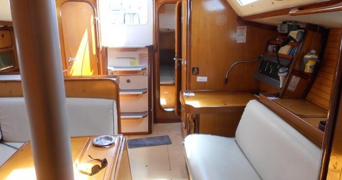 Boat rental Athens cheap Oceanis 390