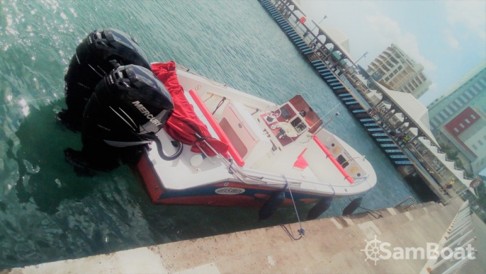 Rental Motorboat in Fort-de-France - Maran-30 Maran 30
