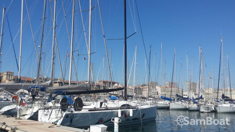 Rent a Archambault Archambault A40 RC Marseille