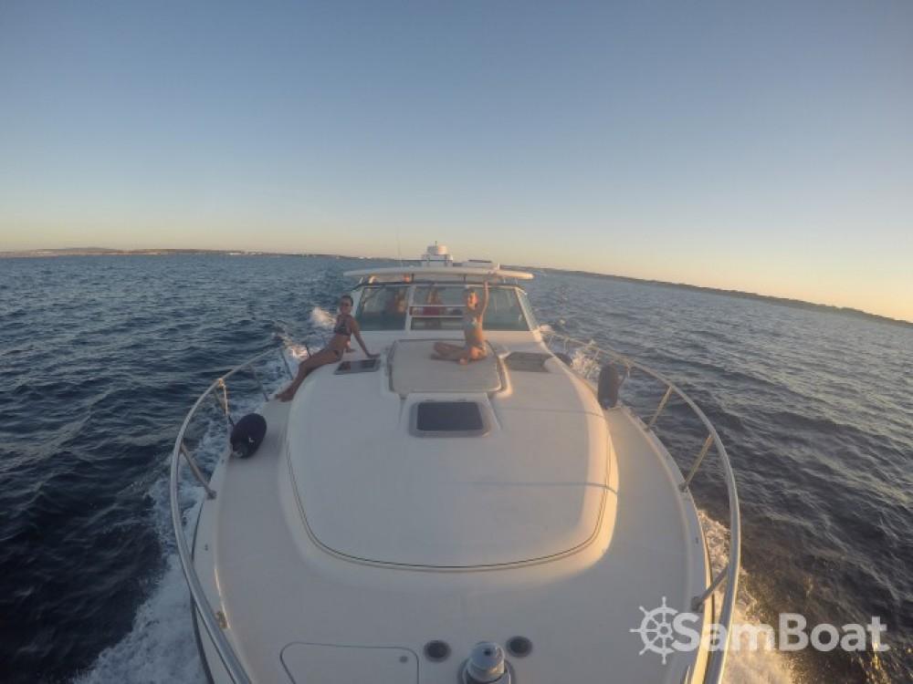 Boat rental Tiara 4000 Express in Cambrils on Samboat