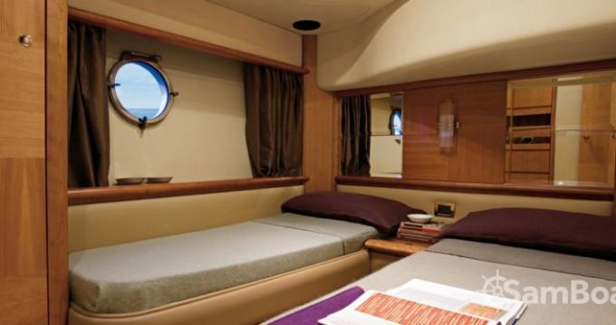 Rental yacht Cannes - Azimut 19 on SamBoat