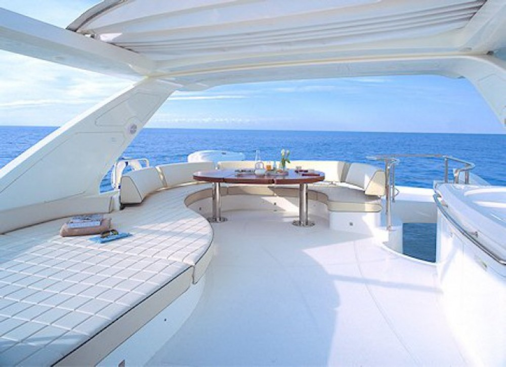 Azimut 22 between personal and professional Cannes