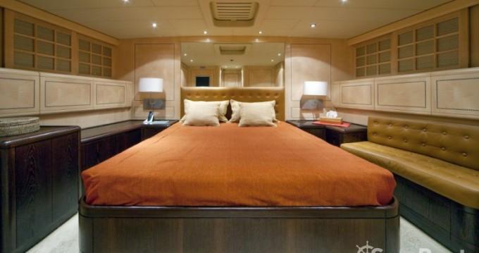 Rental yacht Saint-Tropez - Mangusta 25 on SamBoat