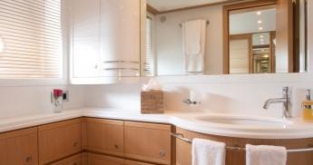 Boat rental Saint-Tropez cheap 27