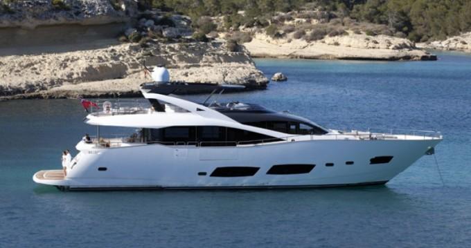 Boat rental Sunseeker 28 in Saint-Tropez on Samboat