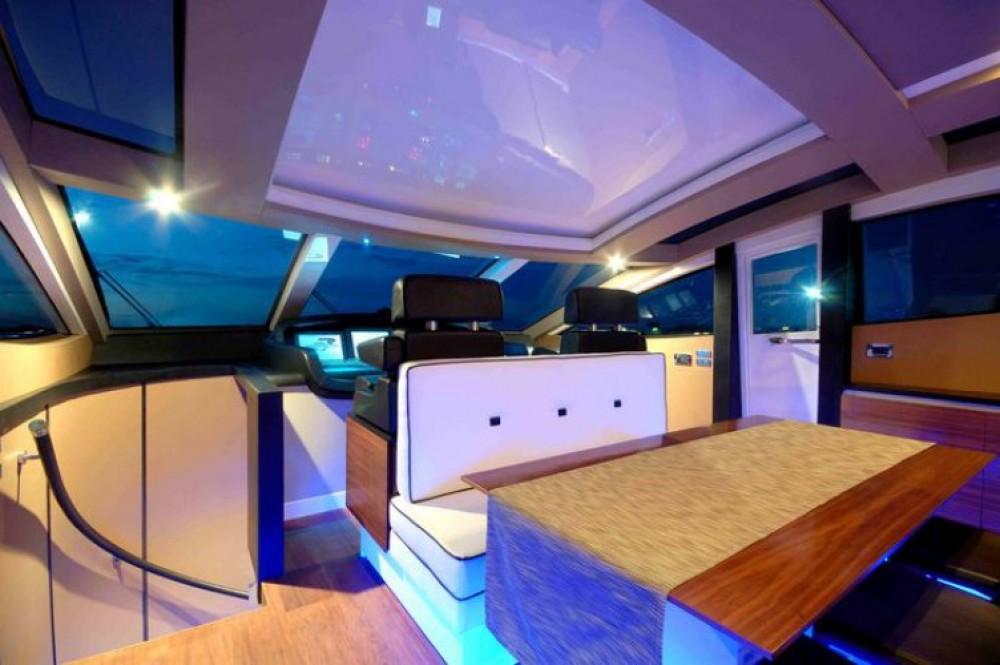 Boat rental Canados 27.45 in Saint-Tropez on Samboat