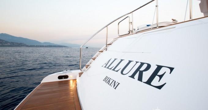 Boat rental Mangusta 31.4 in Saint-Tropez on Samboat