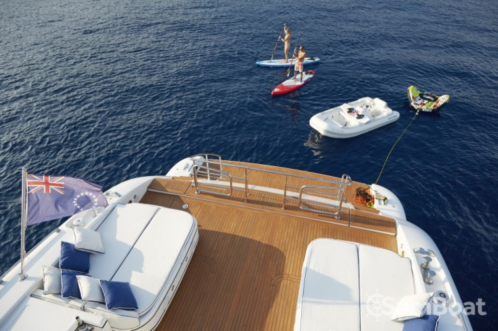 Hire Yacht with or without skipper Mangusta Saint-Tropez