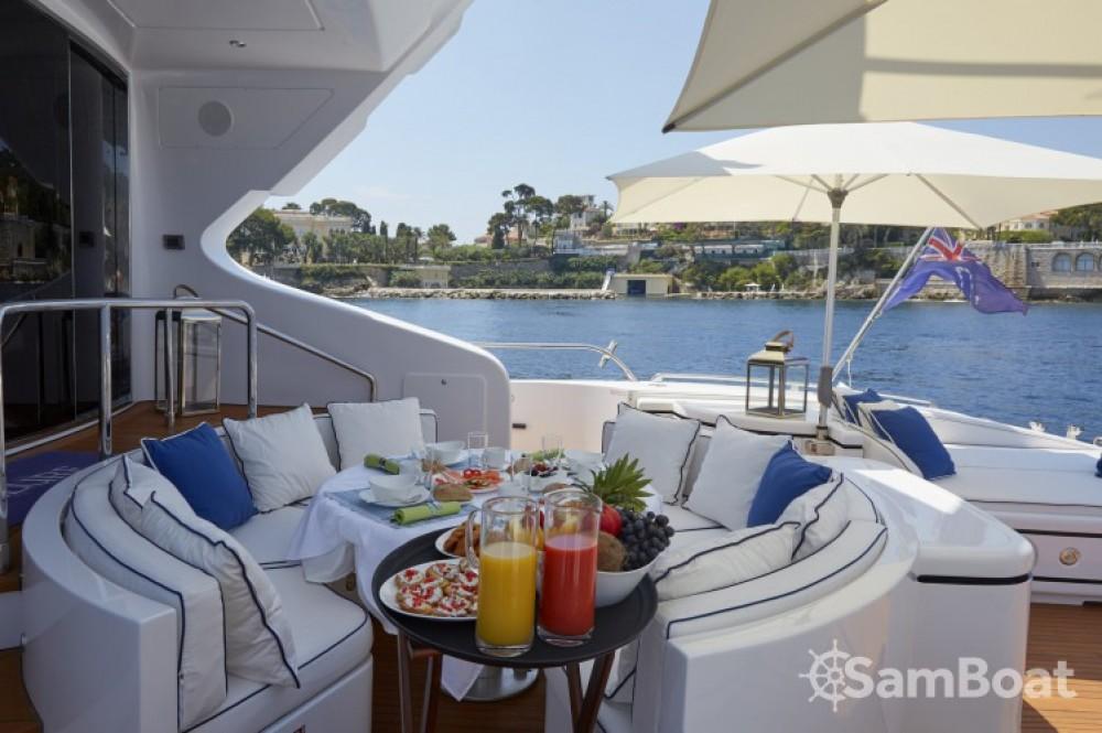 Rental yacht Saint-Tropez - Mangusta 31.4 on SamBoat