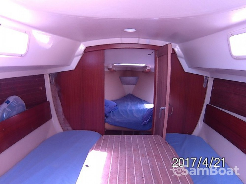 Sailboat for rent Orgelet at the best price