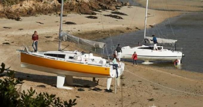 Rental Sailboat in La Rochelle - Maree-Haute Django 6.7