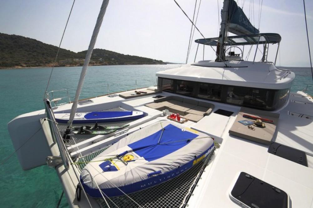 Boat rental Lagoon Lagoon 52 F in Athens on Samboat
