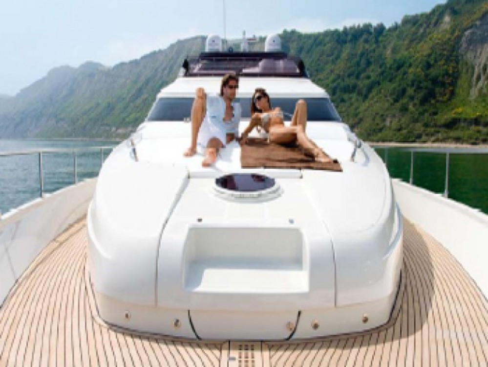 Rent a Dominator yacht Athens