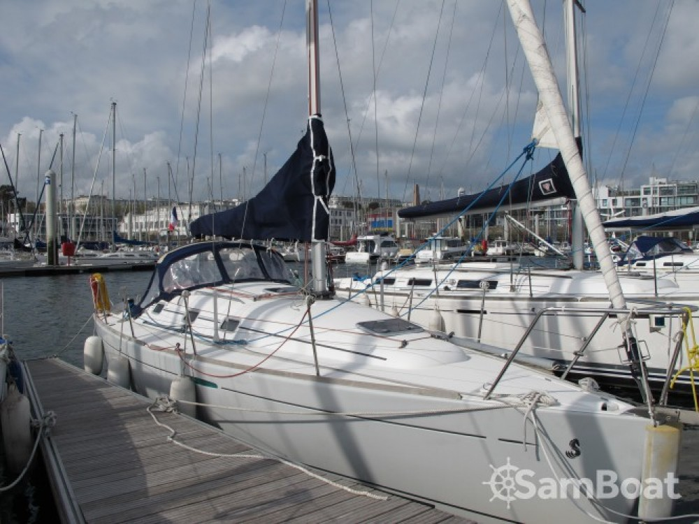 Boat rental Brest cheap First 31.7