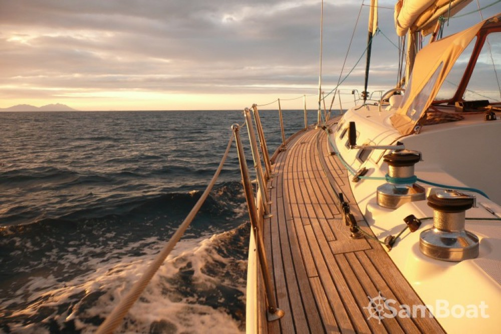 Sailboat for rent Saint-Jean-Cap-Ferrat at the best price