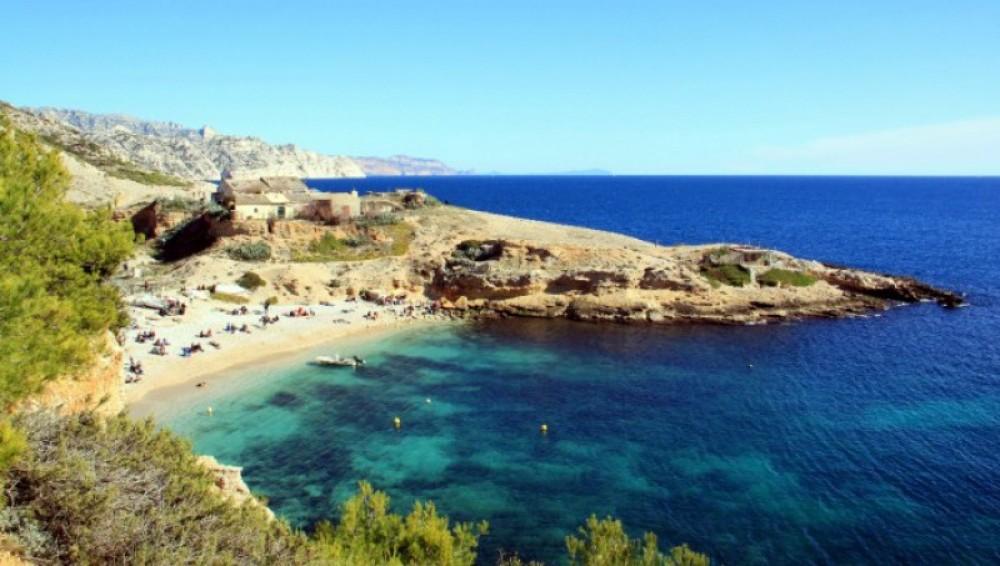 Rental Motorboat in Marseille - Four Winns Sundowner 205
