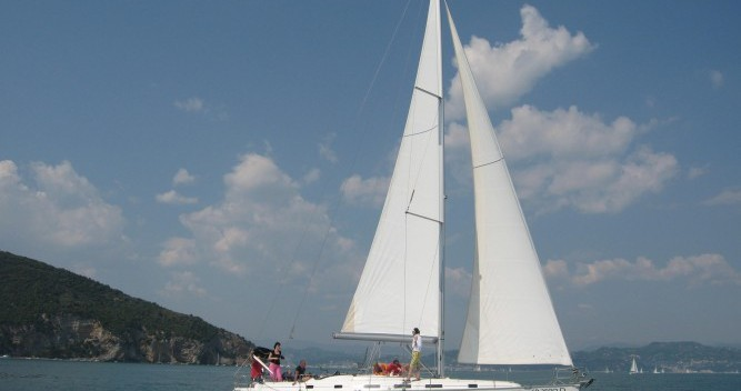 Hire Sailboat with or without skipper Bénéteau Genova