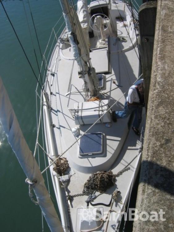 Rental Sailboat in Arzon - Jeanneau Gin Fizz gréé en sloop