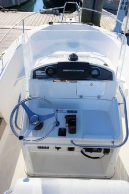 Boat rental Quiberon cheap White Shark 205