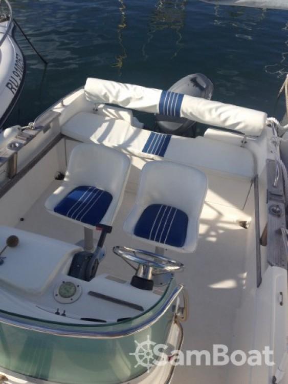 Boat rental Saint-Gilles-les-Bains cheap Cap Ferret 550