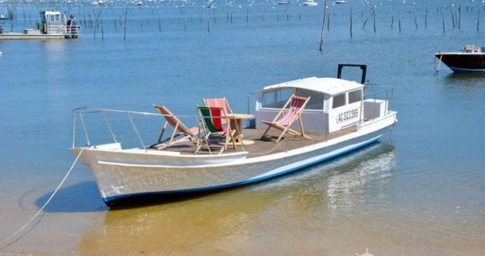 Boat rental Ostréicole Chaland in Le Canon on Samboat