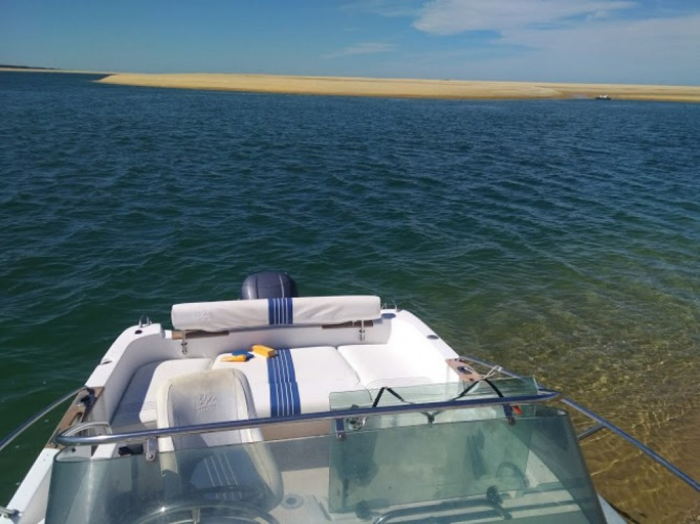 B2 Marine Cap Ferret 650 CC between personal and professional Arcachon